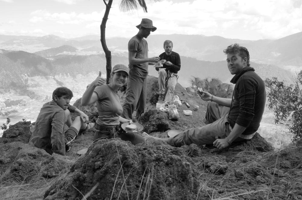mes copains et moi  savourant un lunch dans les hauteurs