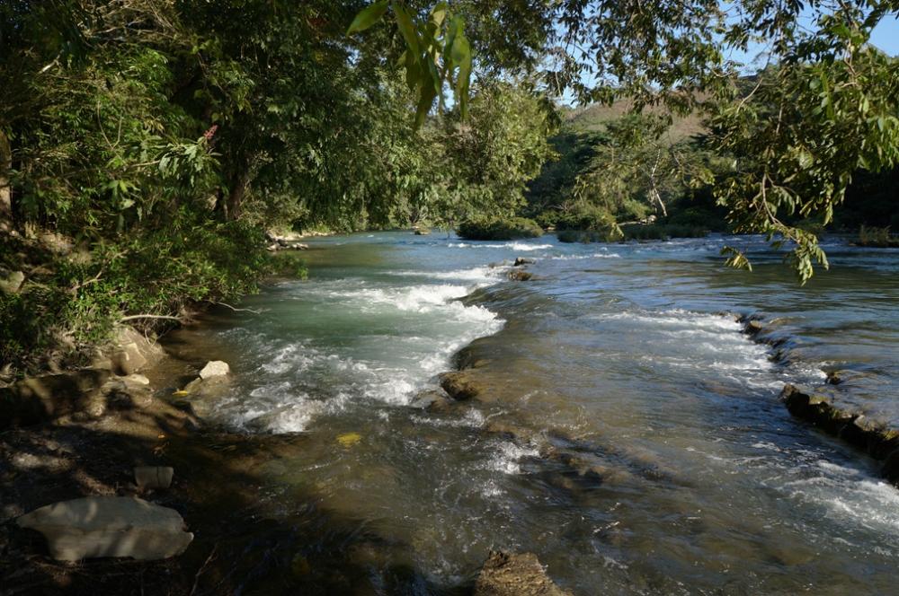 La rivière sur le site de l'auberge