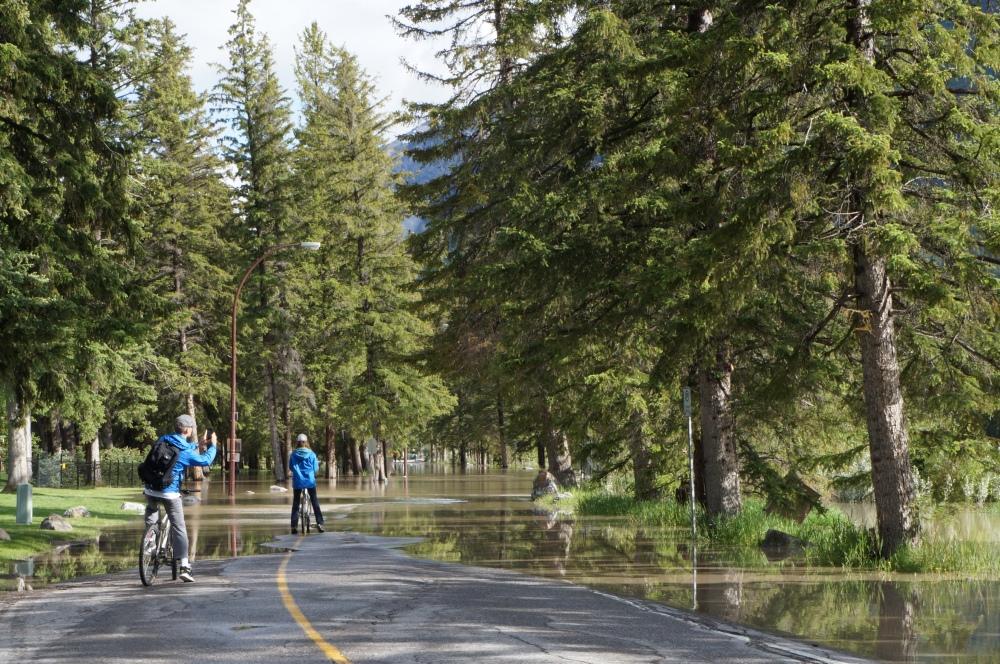 Une des rues inondées de banff. On a été chanceux, très peu de rue ont subi ce sort